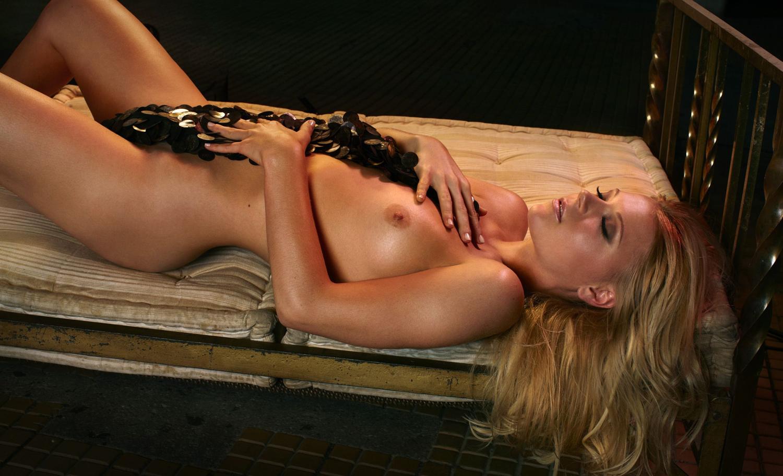 Мириам Гёсснер голая. Фото - 7