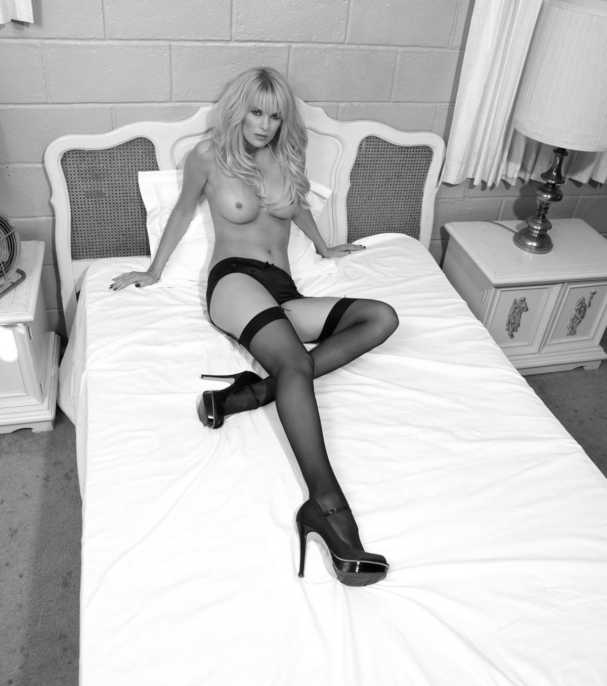 Моника Иванчан голая. Фото - 11