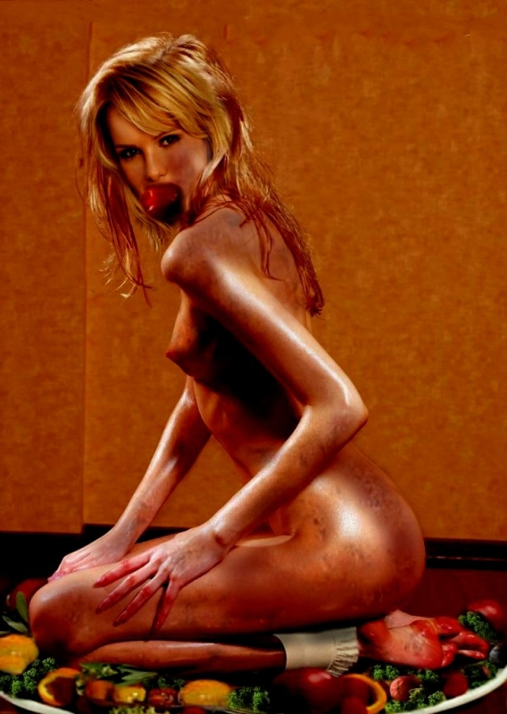 Моника Иванчан голая. Фото - 19