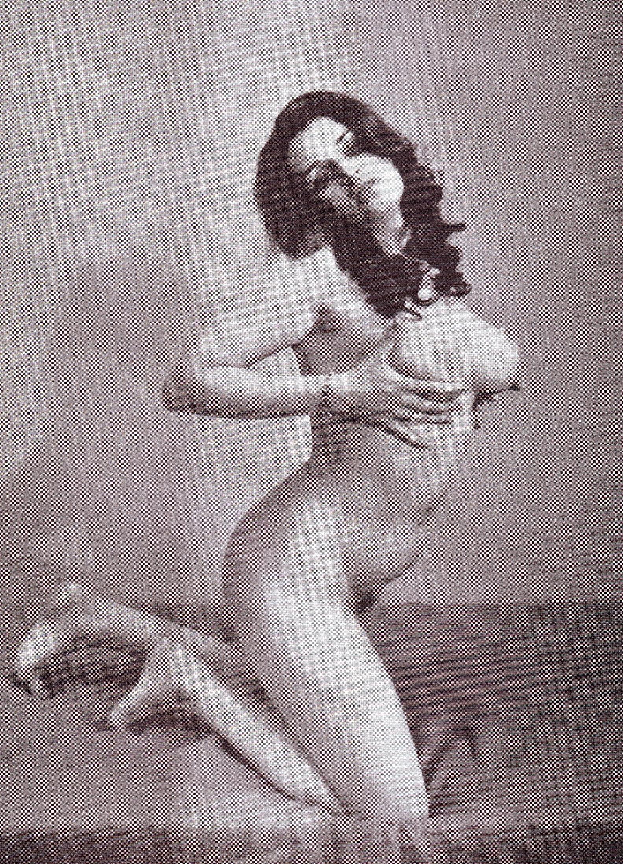 Надинде Ранго голая. Фото - 38
