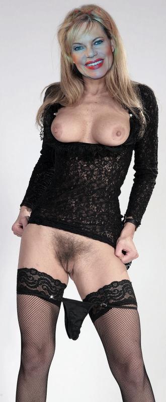 Нина Руге голая. Фото - 1