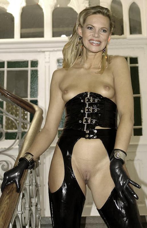 Нина Руге голая. Фото - 7