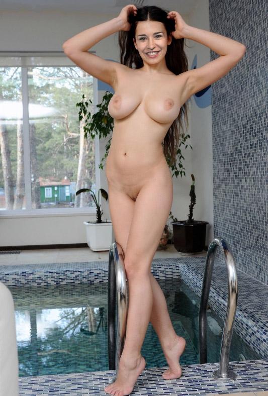 Сара Божен голая. Фото - 2