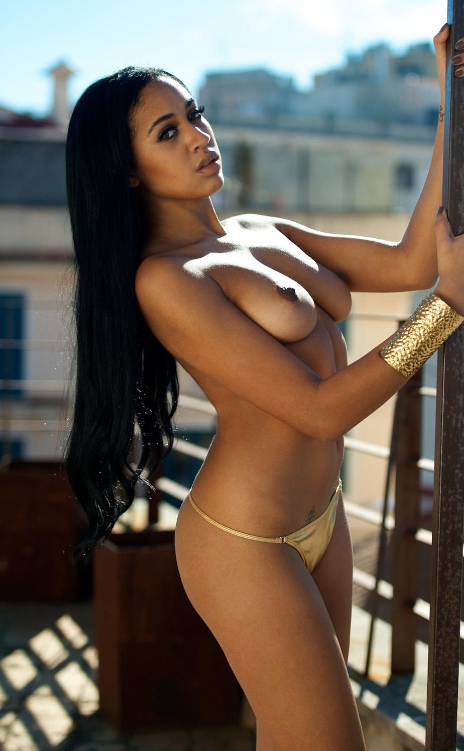 sexy-naked-sara-black