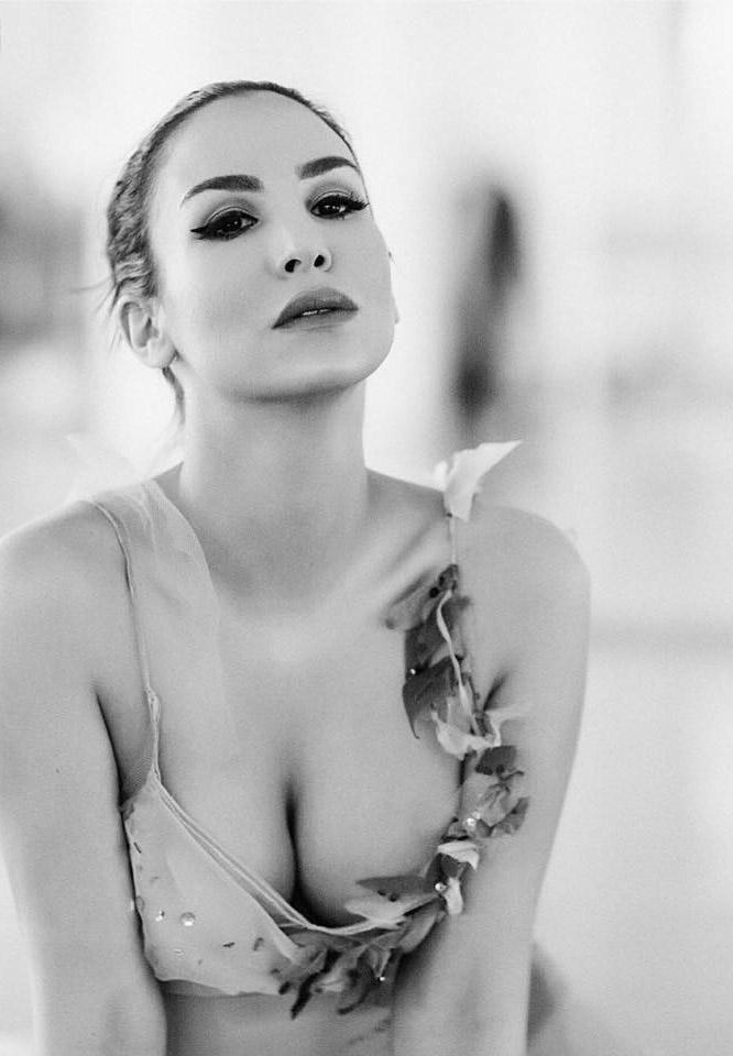Сыла Шахин голая. Фото - 14