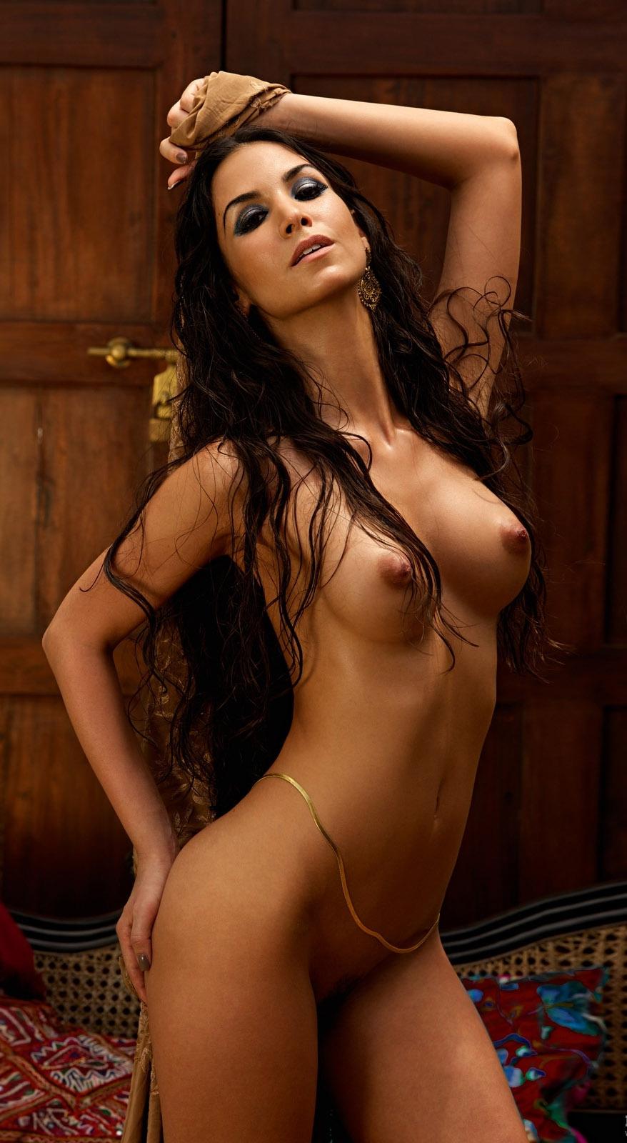 Сыла Шахин голая. Фото - 22