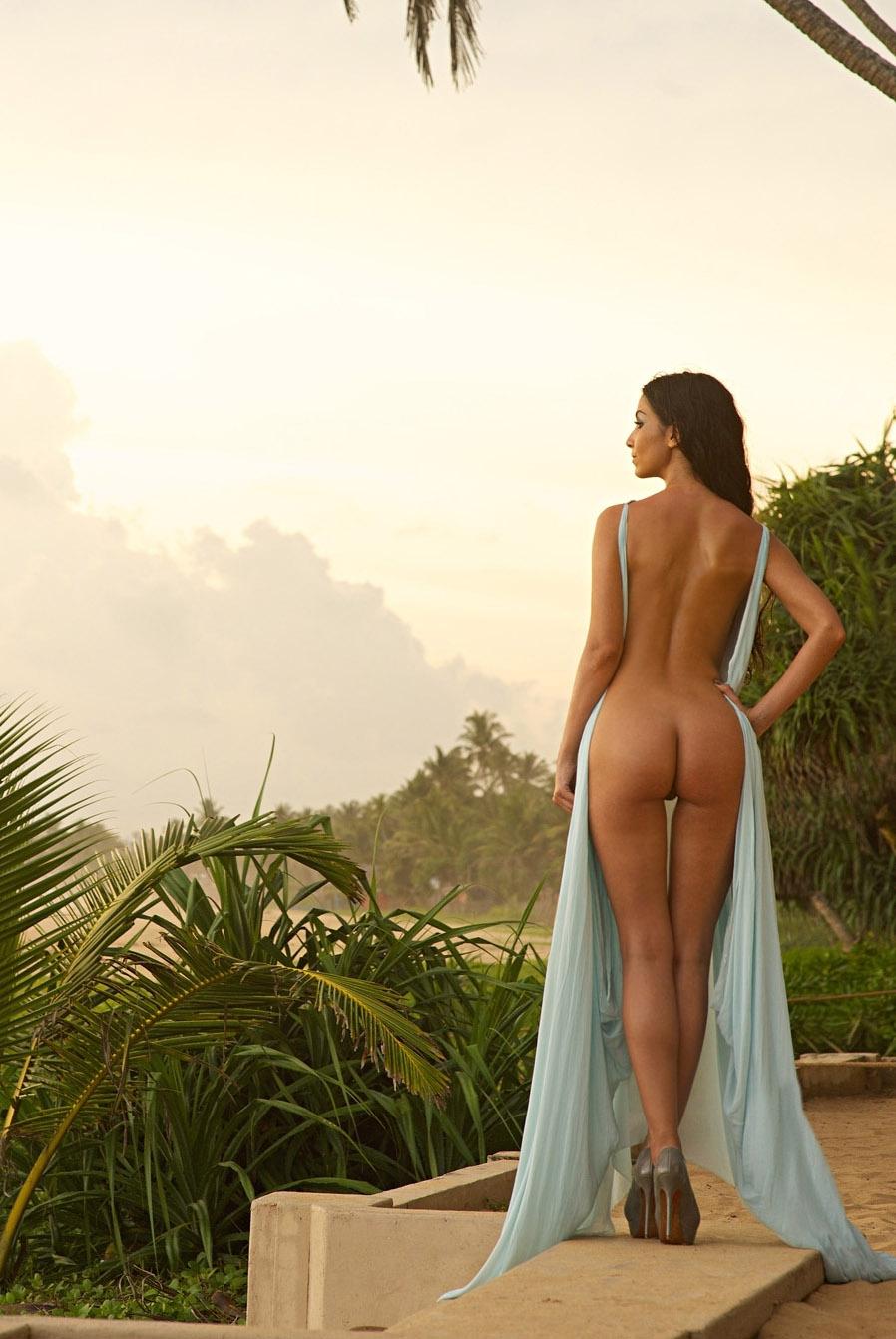 Сыла Шахин голая. Фото - 28