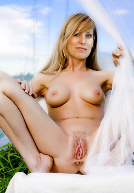 Сильвану Кох-Мерин голая. Фото - 6