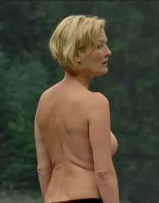 Сюзанна фон Борсоди голая. Фото - 7