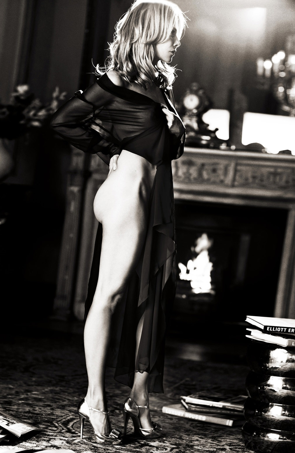 Урсула Карвен голая. Фото - 1