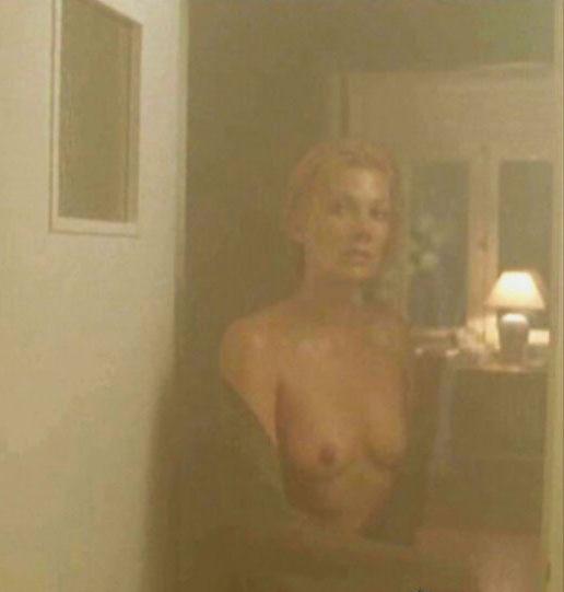 Урсула Карвен голая. Фото - 16