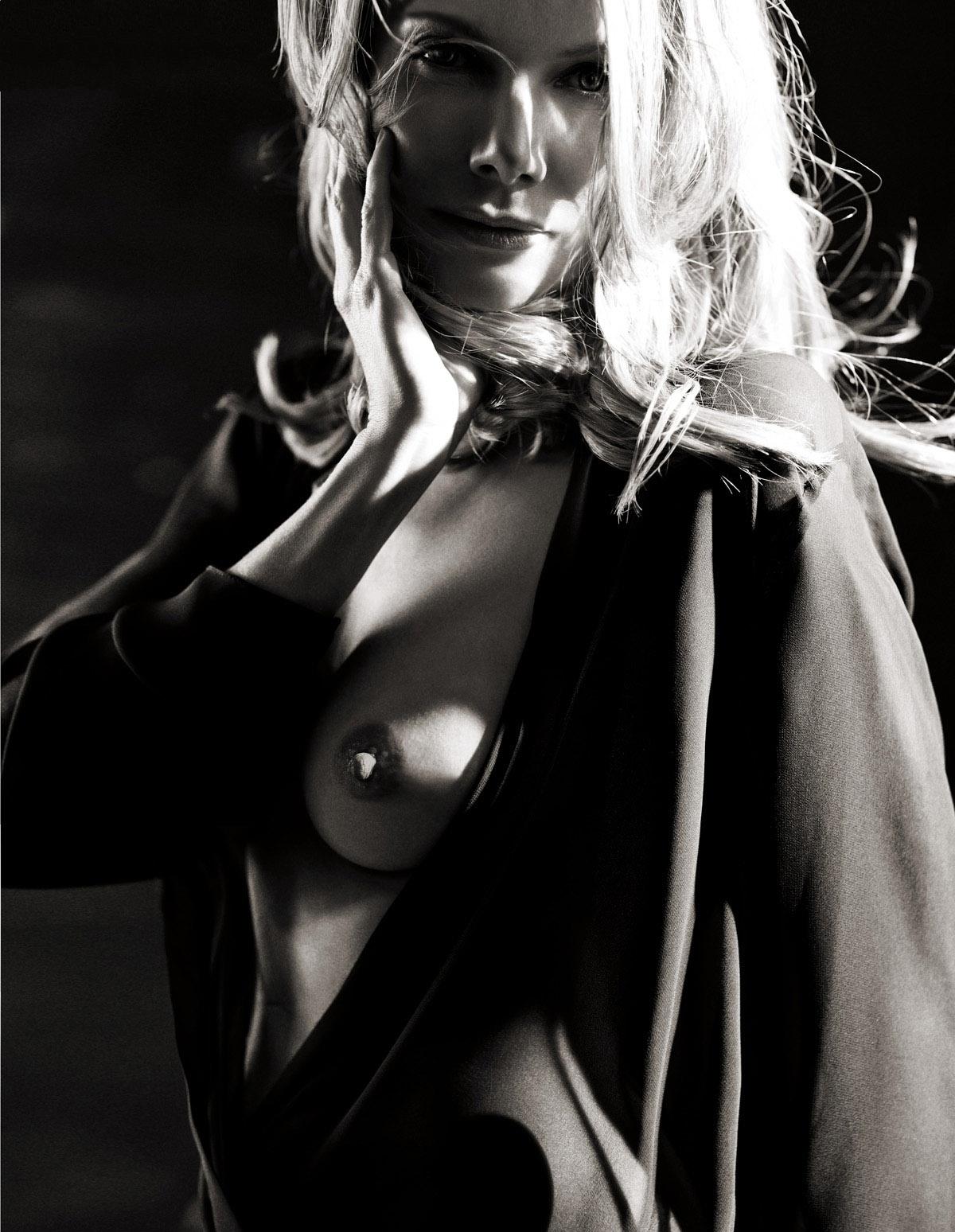 Урсула Карвен голая. Фото - 2