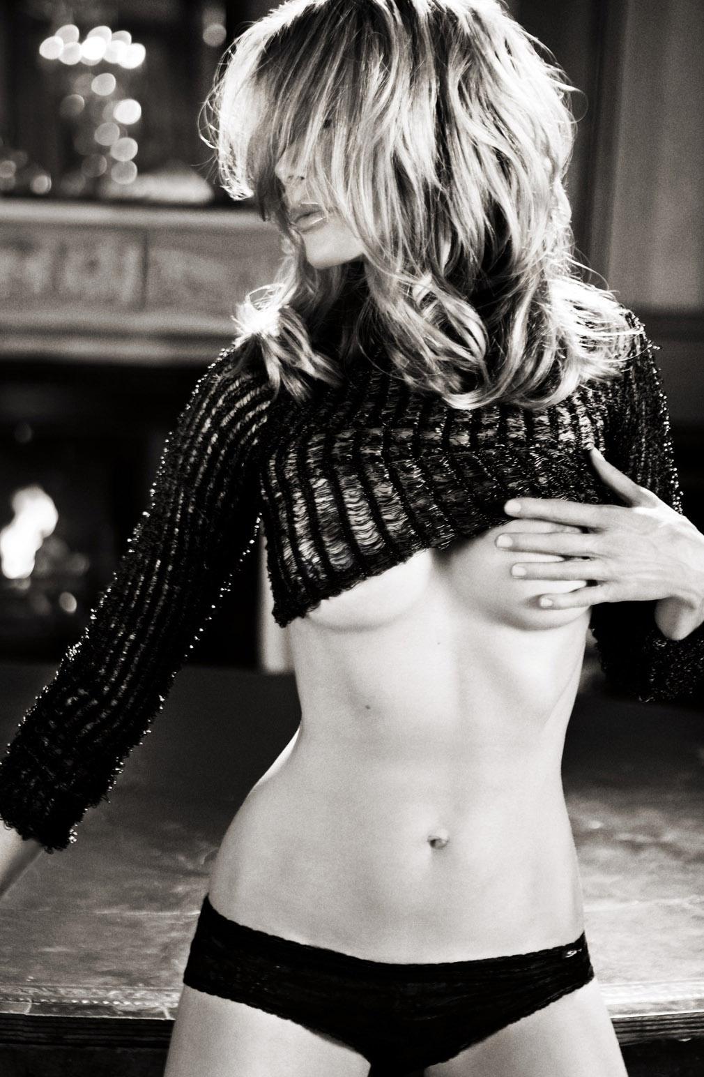 Урсула Карвен голая. Фото - 4