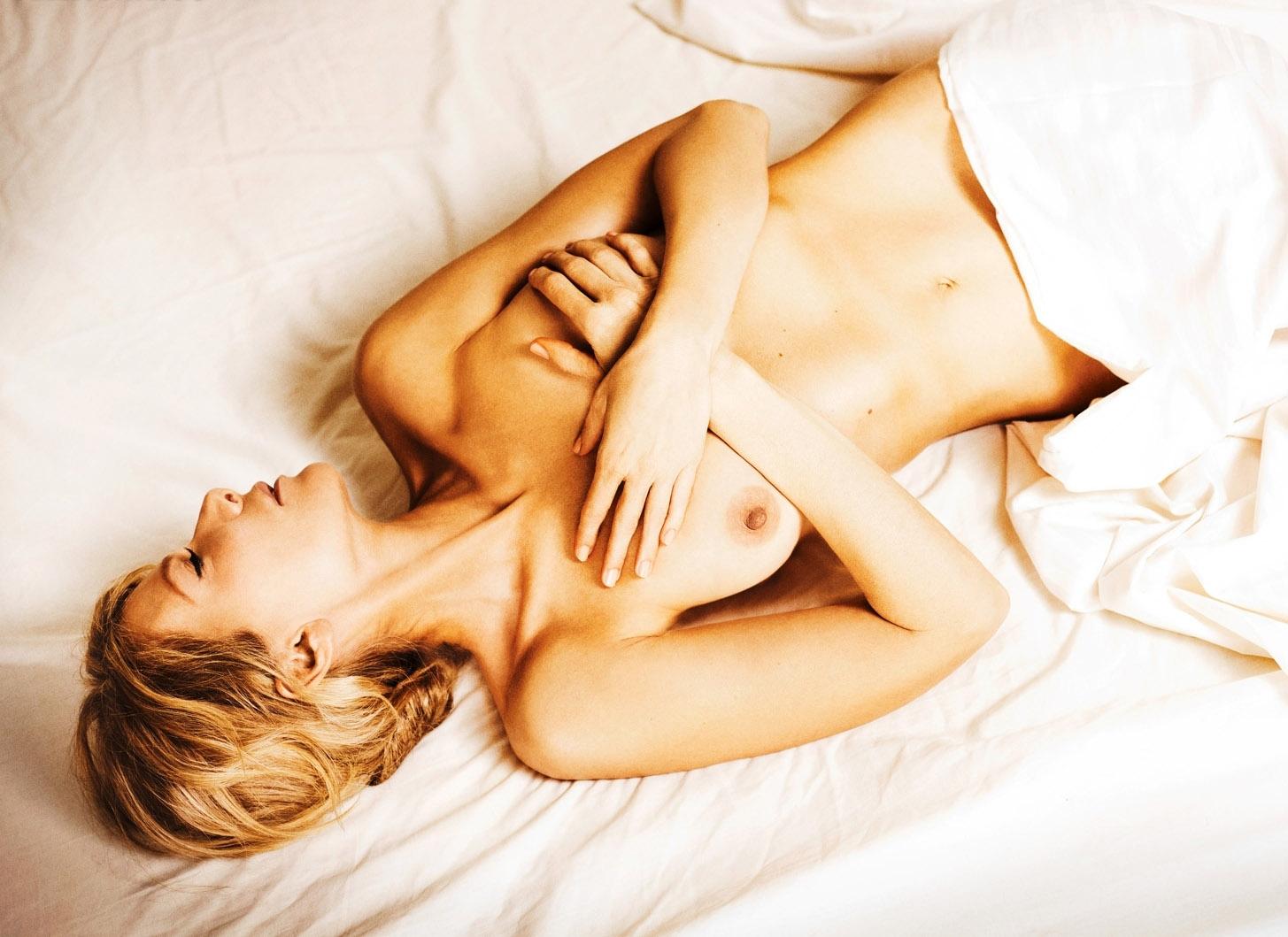 Урсула Карвен голая. Фото - 6