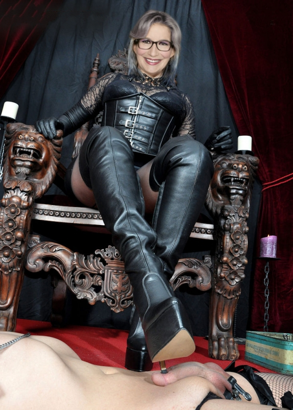 Ивонн Вилликс голая. Фото - 5