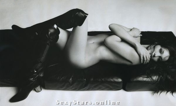 Карла Бруни голая. Фото - 1