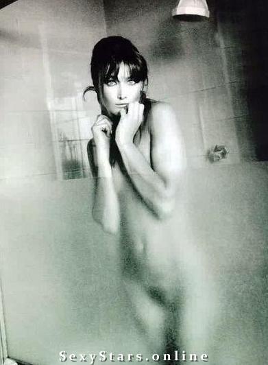 Карла Бруни голая. Фото - 10