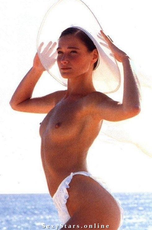 Карла Бруни голая. Фото - 11