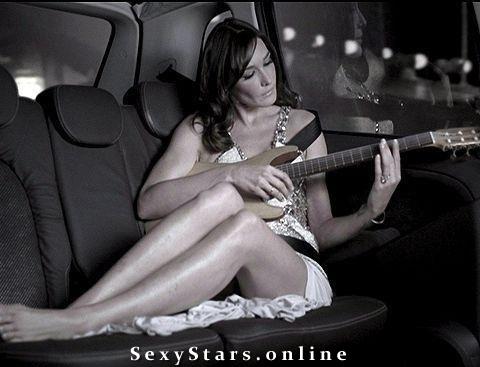 Карла Бруни голая. Фото - 46