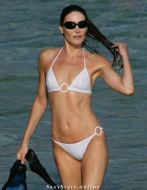 Карла Бруни голая. Фото - 6