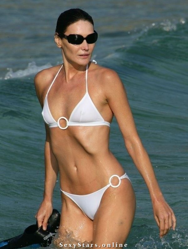 Карла Бруни голая. Фото - 7