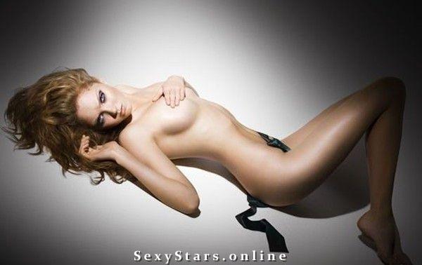 Лили Коул голая. Фото - 6