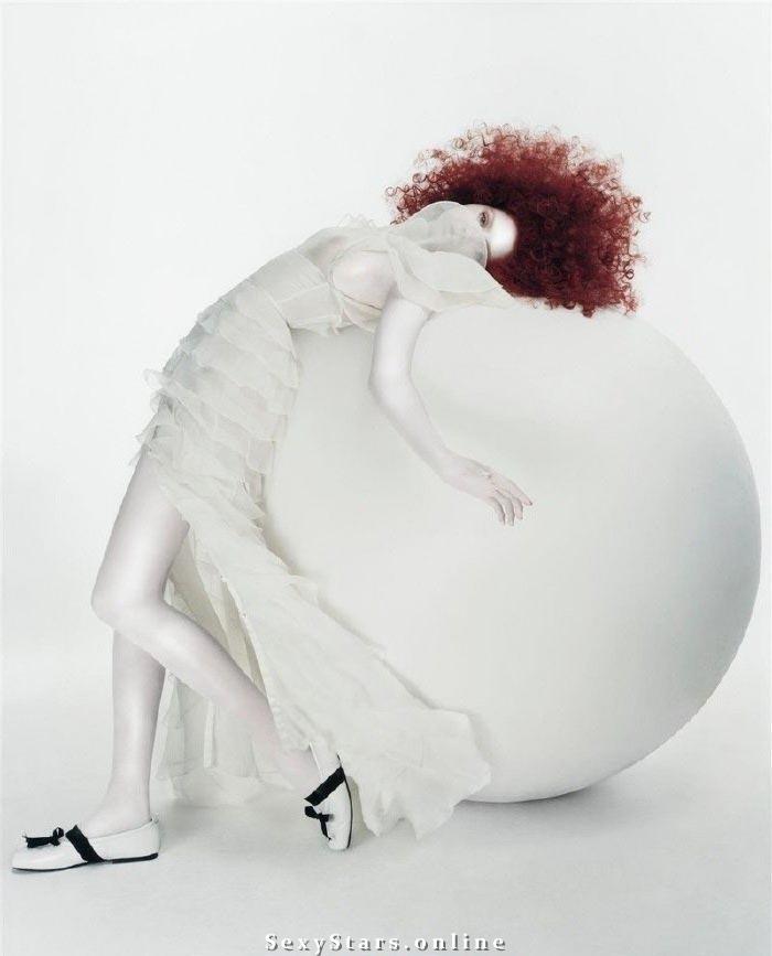 Лили Коул голая. Фото - 8