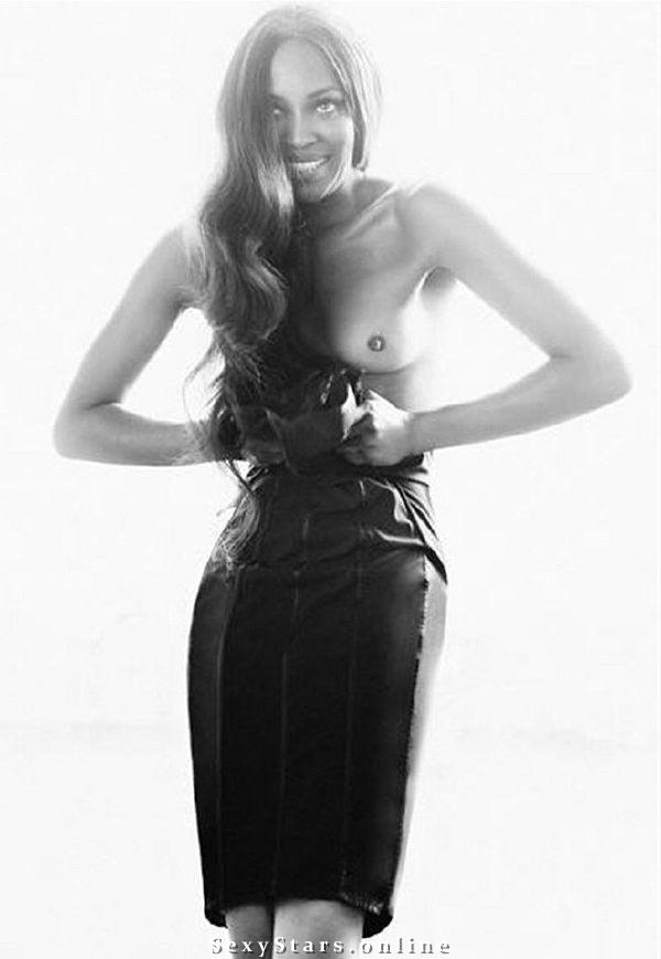 Naomi Campbell nahá. Fotka - 2