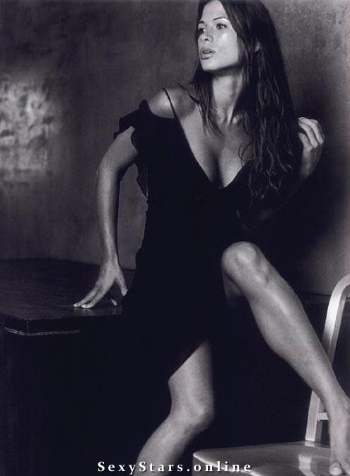 Рона Митра голая. Фото - 1