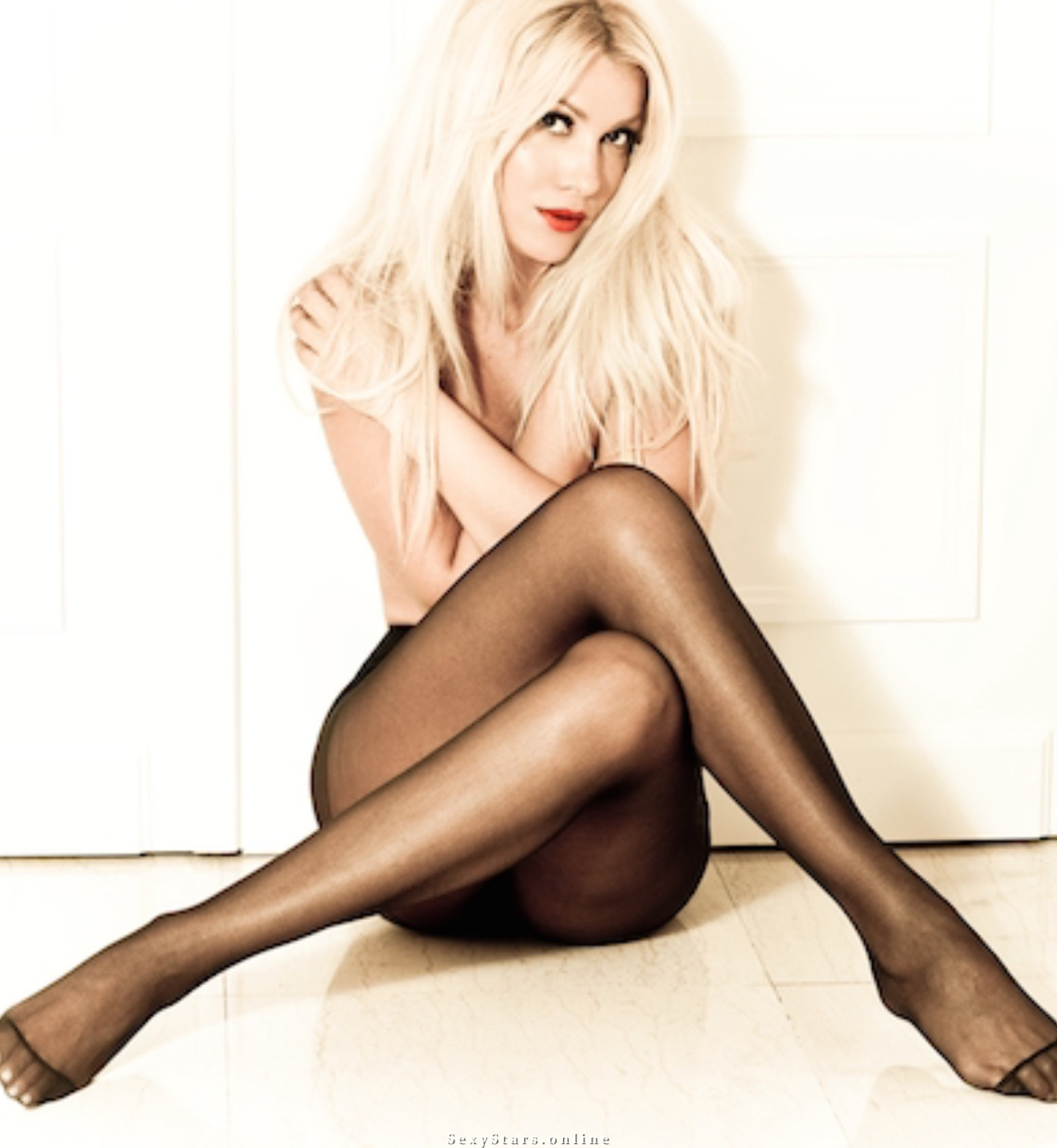Клелия Ренеси голая. Фото - 8