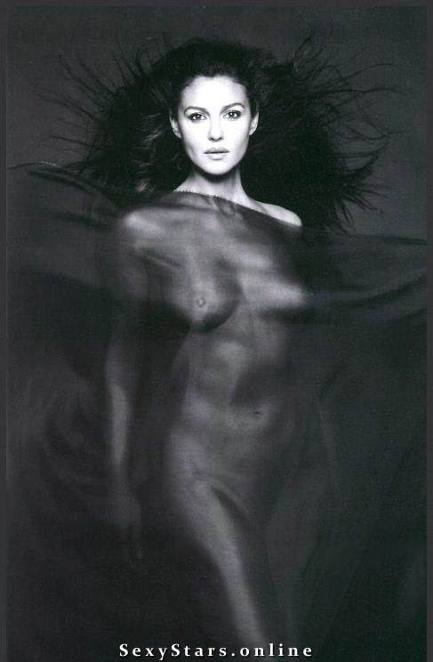 Моника Беллуччи голая. Фото - 32