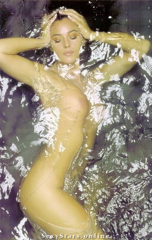 Моника Беллуччи голая. Фото - 7