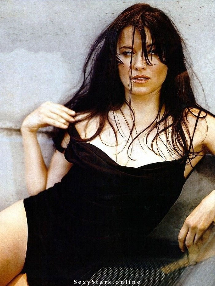 Lucy Lawless nude. Photo - 2