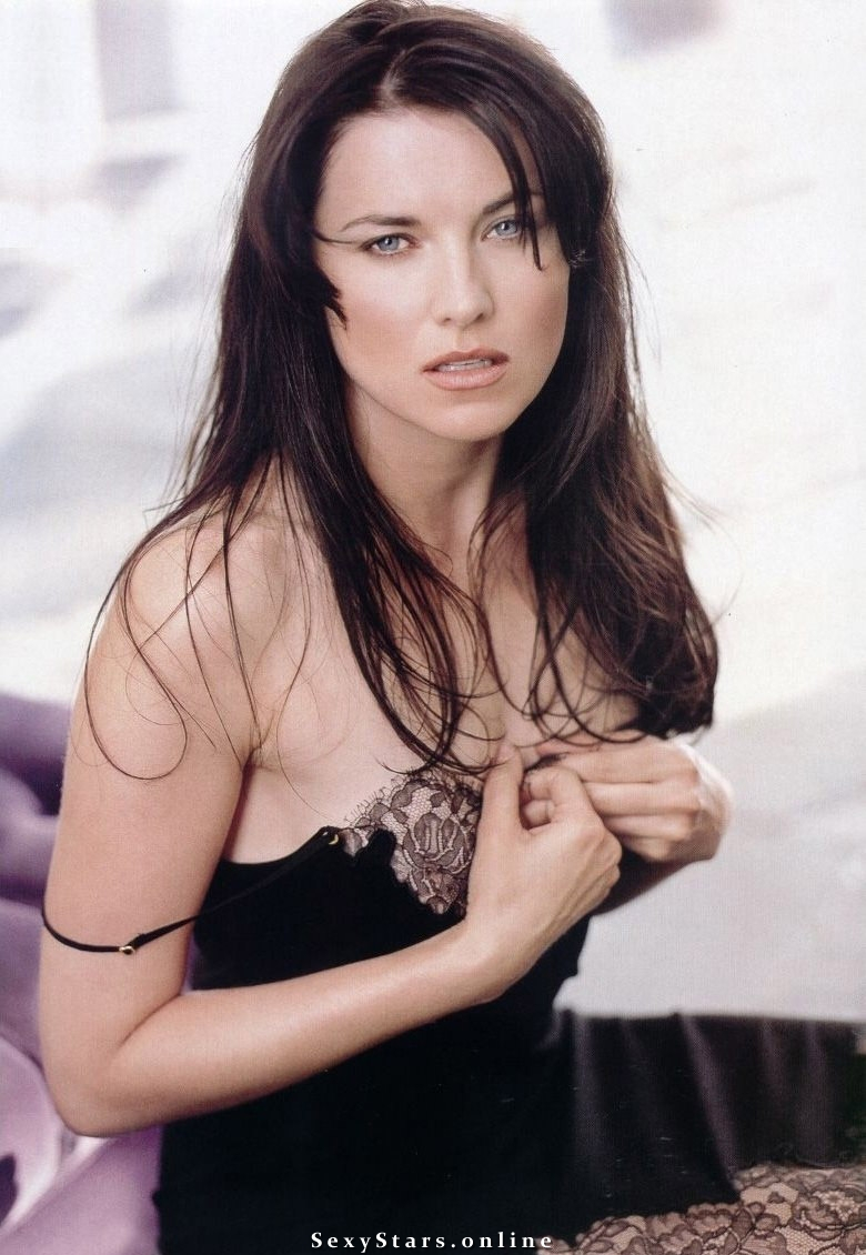 Lucy Lawless nude. Photo - 3