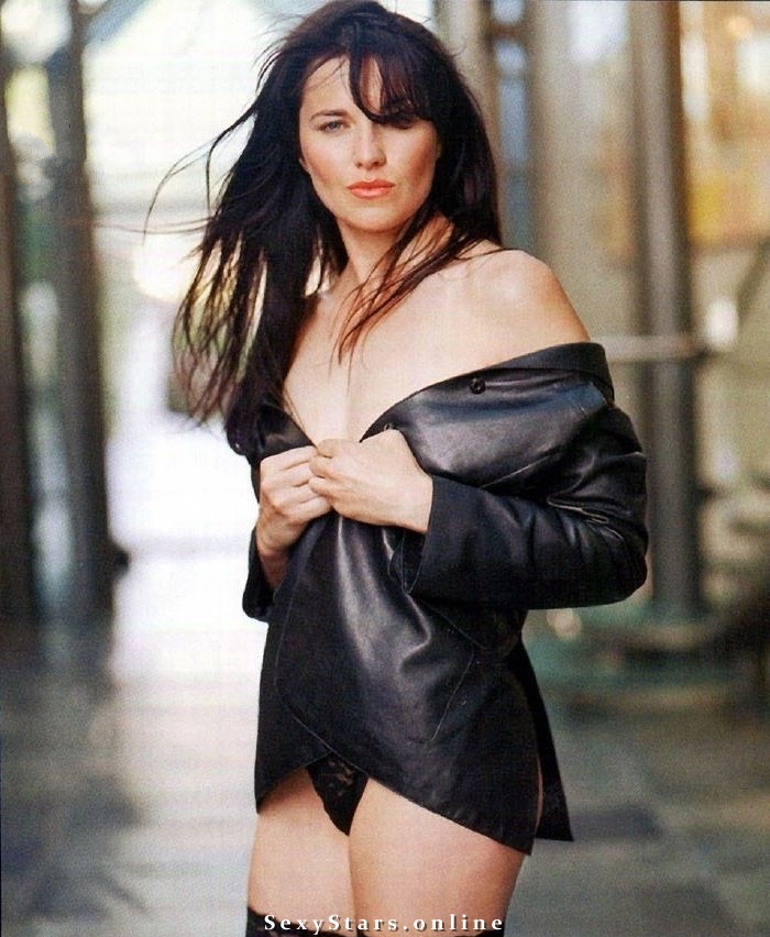 Lucy Lawless nude. Photo - 4
