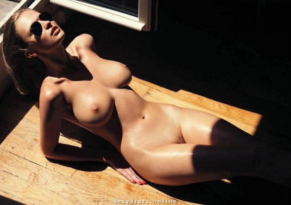 Каролина Шимчак голая. Фото - 8