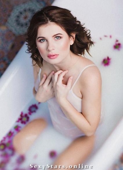 Анна Цуканова голая. Фото - 9