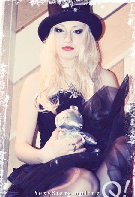 Блондинка Ксю голая. Фото - 4