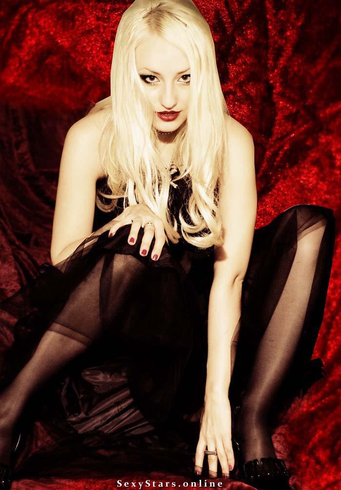 Блондинка Ксю голая. Фото - 6