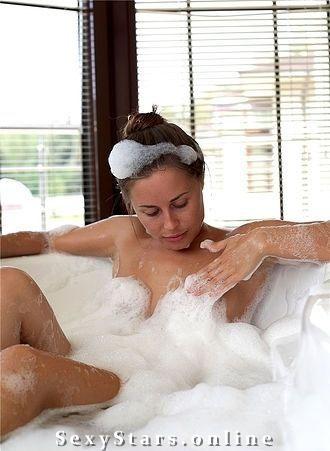 Юлия Михалкова голая. Фото - 7