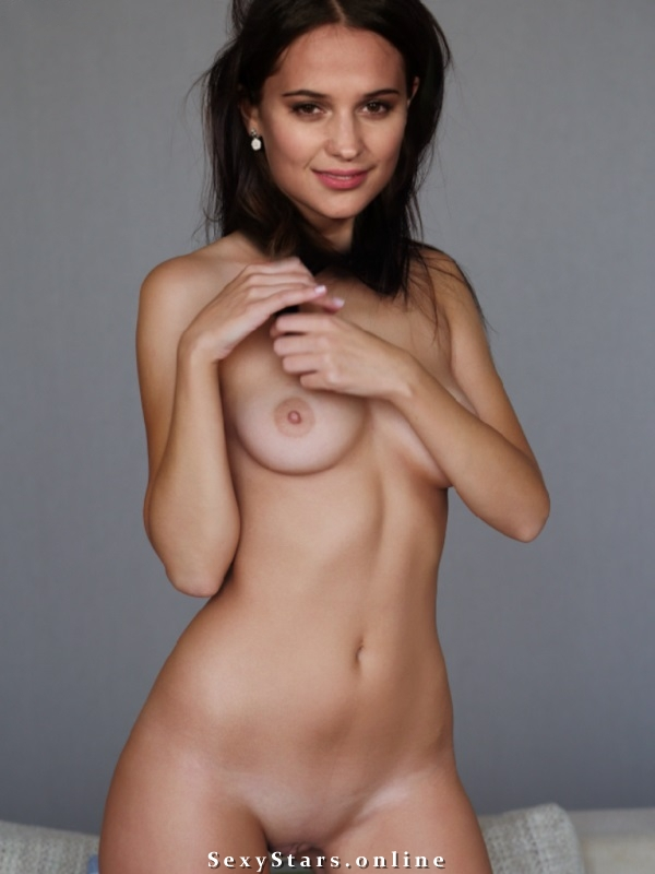 Алисия Викандер голая. Фото - 1