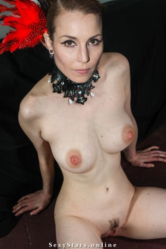 Нуми Рапас голая. Фото - 9