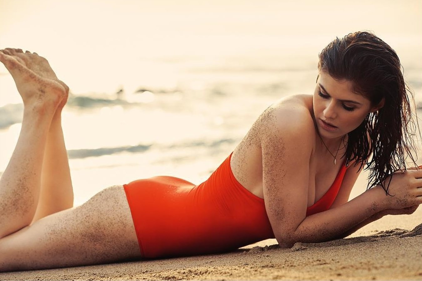 Alexandra Daddario nude. Photo - 30