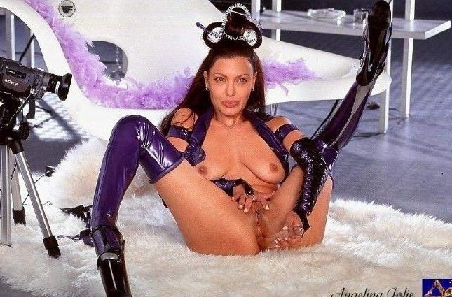 Angelina Jolie Nackt. Fotografie - 116