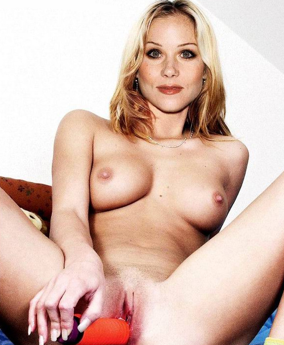 Christina applegate posing nude