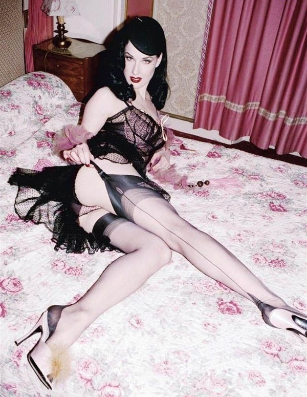 Dita Von Teese nude. Photo - 13