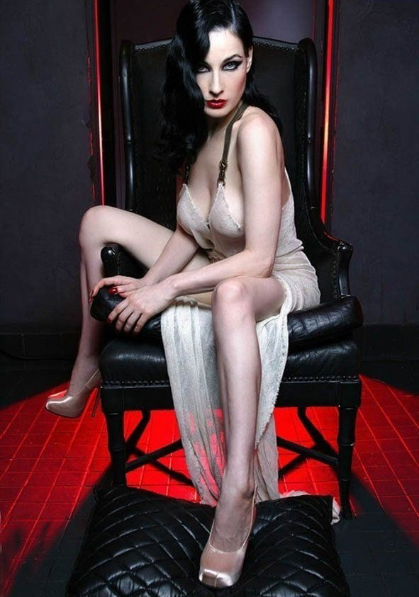 Dita Von Teese nude. Photo - 17