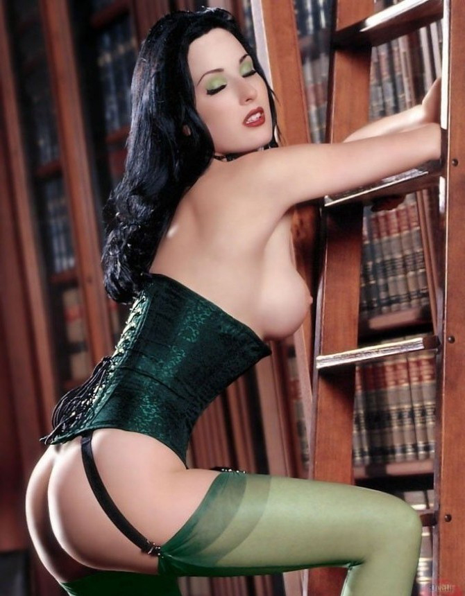 Dita Von Teese nude. Photo - 27