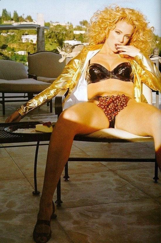Элизабет Беркли голая. Фото - 10