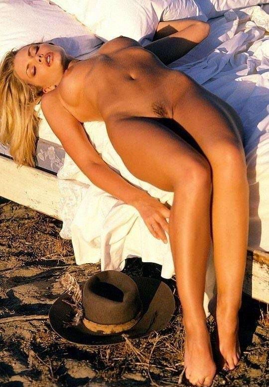 Джейми Прессли голая. Фото - 3